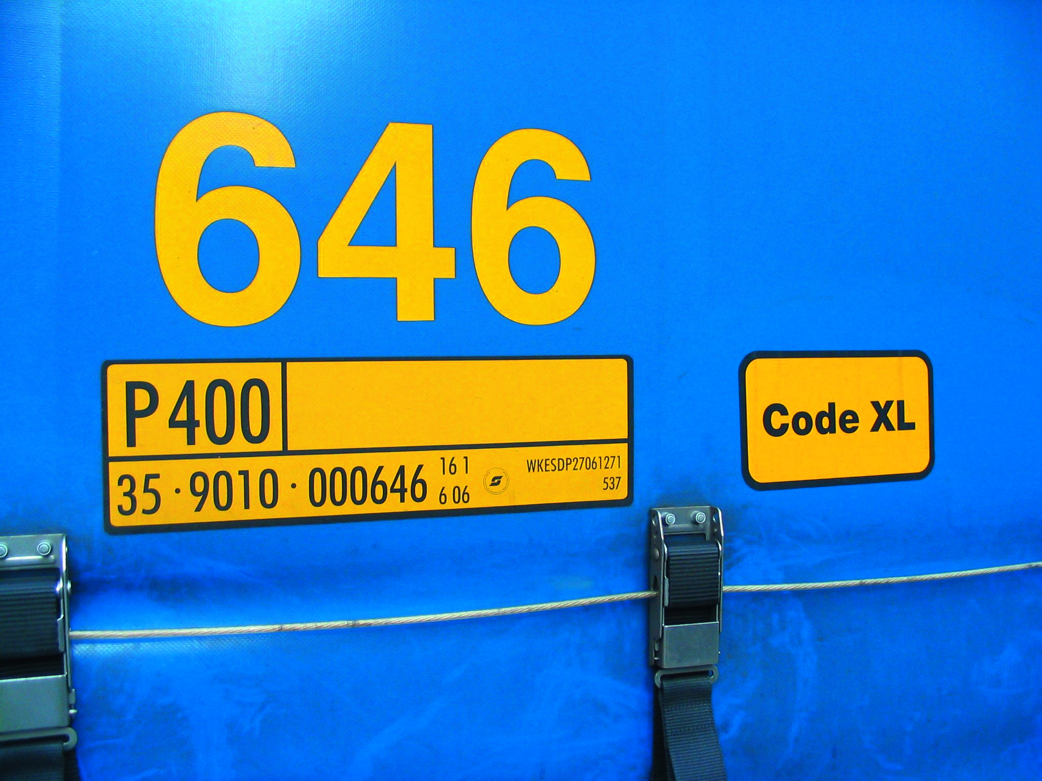 "Identification plate and additional ""Code XL"" plate"
